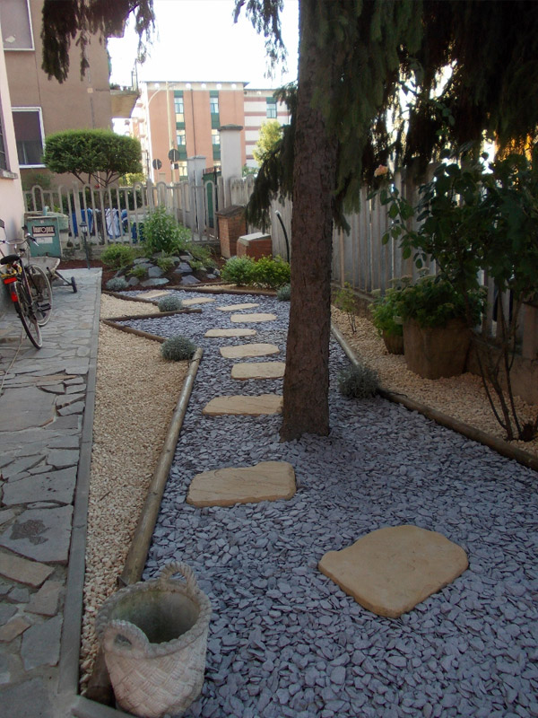 Japanese Stepping Stones/Cotswold Chippings/Plum Slate