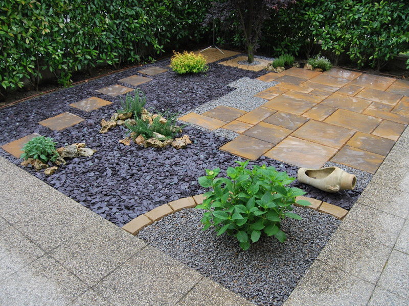 Chapter Paving (Country Gold)/Plum Slate/Green Chippings