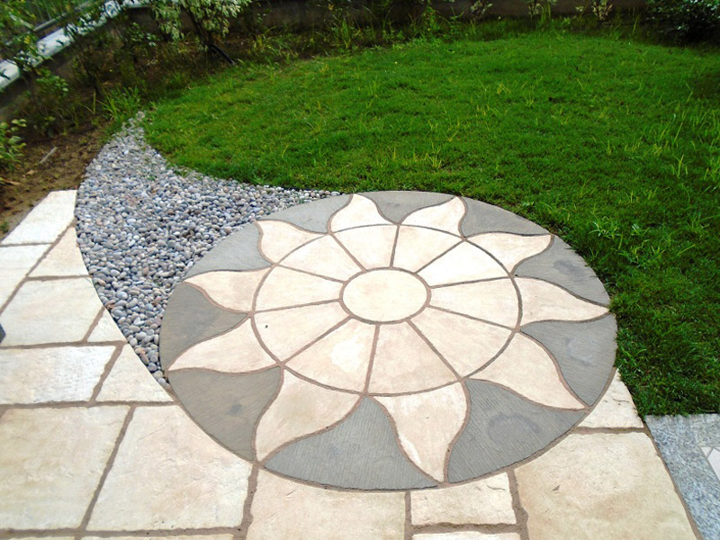 Aurora Circle with Parisian Paving