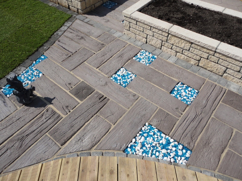 Sleeper Paving; White Pebbles with Blue Glass