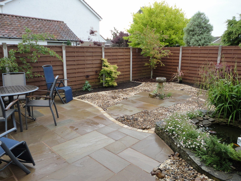 Natural Stone in Autumn Green with Fossil Edging